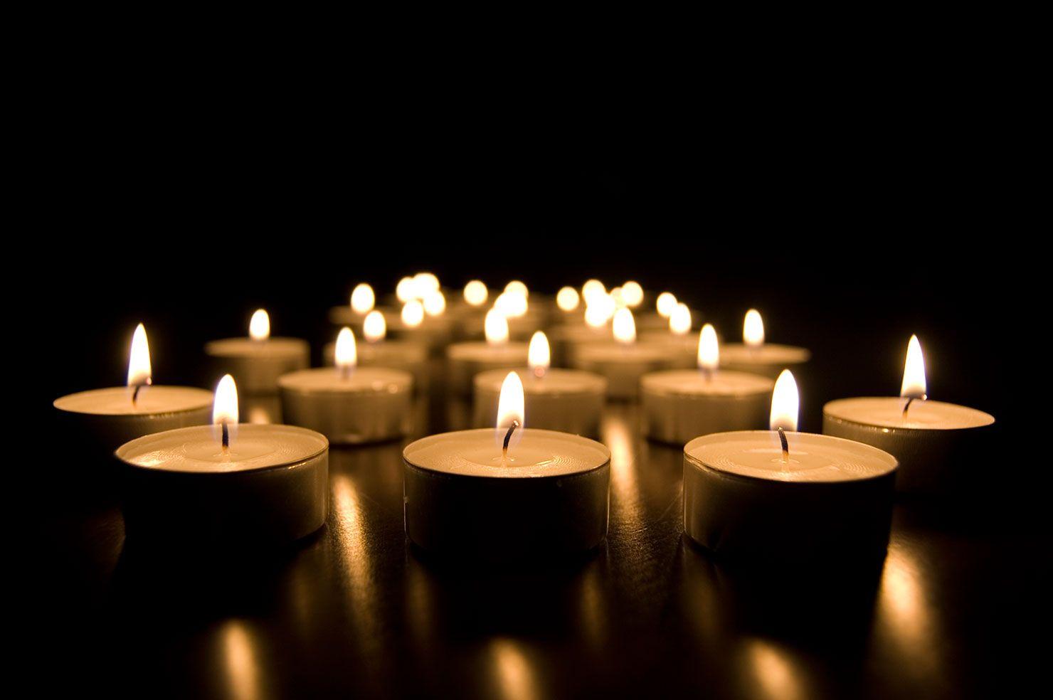 Grupo velas encendidas